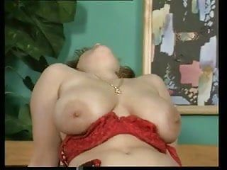 Enjoyable chubby mamma with biggest pointer sisters bushy pubis