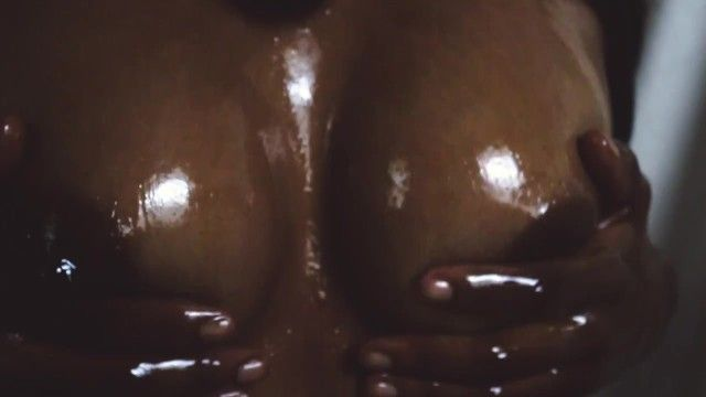 Black dominatrix soffoca hawt hard areola milk cans w / oil 60fps slow motion w / sound banging sexy