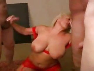 Large tittie cum swallowing milf